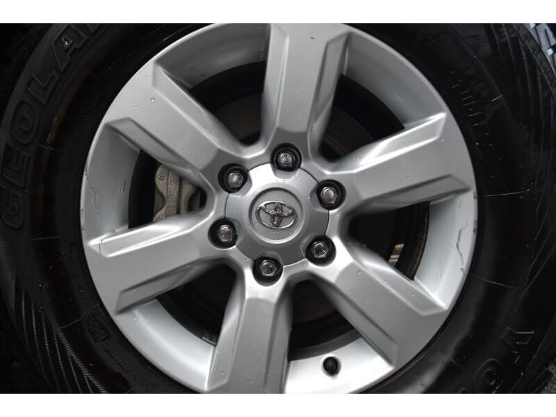 ランドクルーザープラド150【landcruiser prado150】タイヤを傷つけられる1